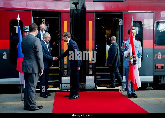 Austrian Ambassador Alexander Grubmayr (3rd left) welcomes Austrian President Alexander Van der Bellen (2nd left) - Stock-Bilder