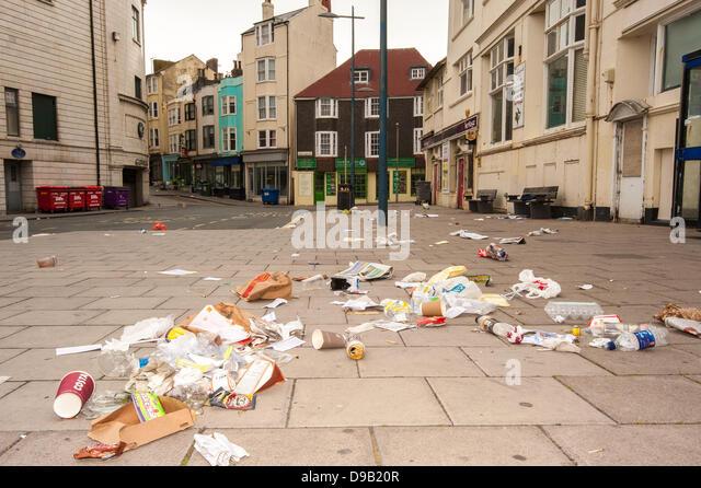 Brighton, UK. 17th June, 2013. Sin Bin City -Rubbish strewn streets in Brighton.  The city's cleaners are on - Stock Image