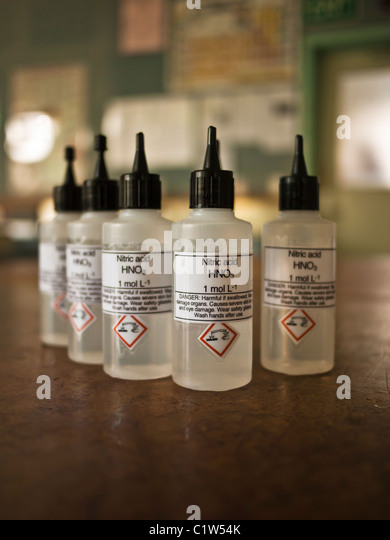 Nitric acid dropper bottles used in school science laboratory - Stock Image