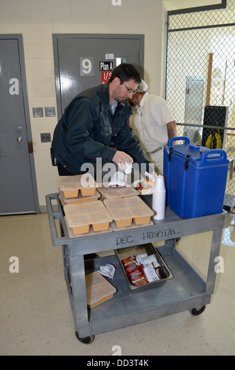 Inmate porter help feed the inmates in the medical unit at the Diagnostic and Evaluation Center. - Stock Image