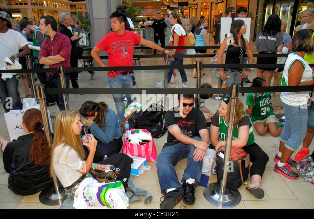 Boston Massachusetts Boylston Street Shops at Prudential Center shopping line queue teen man woman sports celebrity - Stock Image