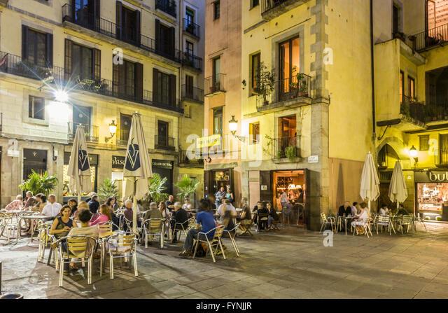 La Ribera, Plaza de Santa Maria, street cafes in the evening, Barcelona - Stock Image