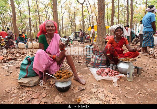 Women selling Dry Chicken and Mutton, Dhurwa Tribal Market, Pandripani Village, Chattisgarh, India - Stock Image