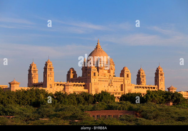 India, Rajasthan, Jodhpur, Umaid Bhavan Palace in late evening light - Stock-Bilder