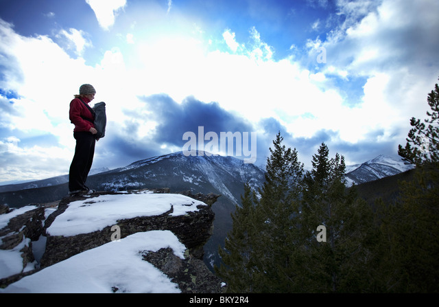 Mother and newborn baby in a front carrier on a vista, Bitterroot Wilderness, Montana. - Stock Image