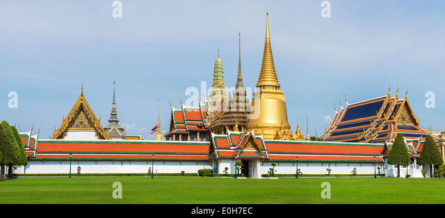 Grand Palace and Temple of Emerald Buddha complex in Bangkok, Thailand - Stock Image