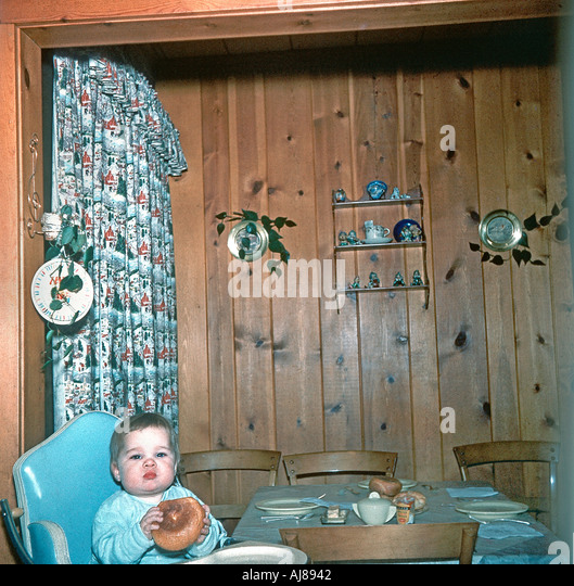 New Jersey, Vintage USA 1950s Family Photo Young Girl Alone at Home in Kitchen of Suburban Home - Stock Image