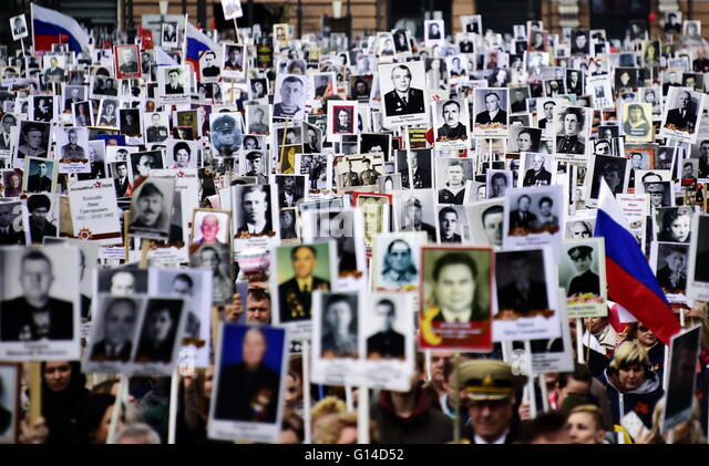 Vladivostok, Russia. 9th May, 2016. People hold portraits of their relatives who fought in World War II during the - Stock Image