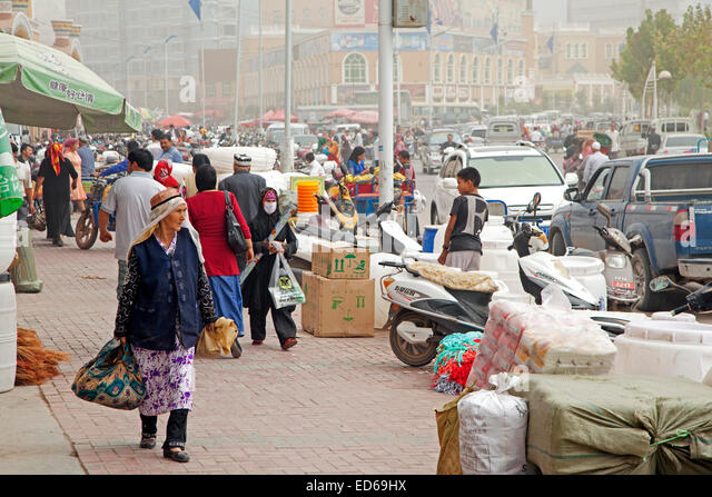 Heavy smog,  air pollution due to  industrial fumes and traffic emissions in the city Kashgar / Kashi, Xinjiang - Stock Image