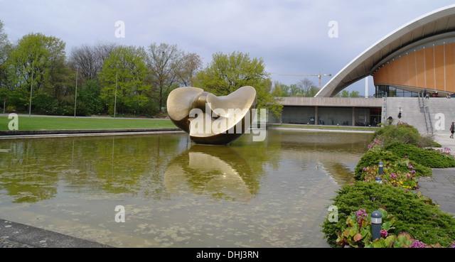 Sunny view Henry Moore's bronze Butterfly Sculpture standing lake water front Haus der Kulturen der Welt, Tiergarten, - Stock-Bilder