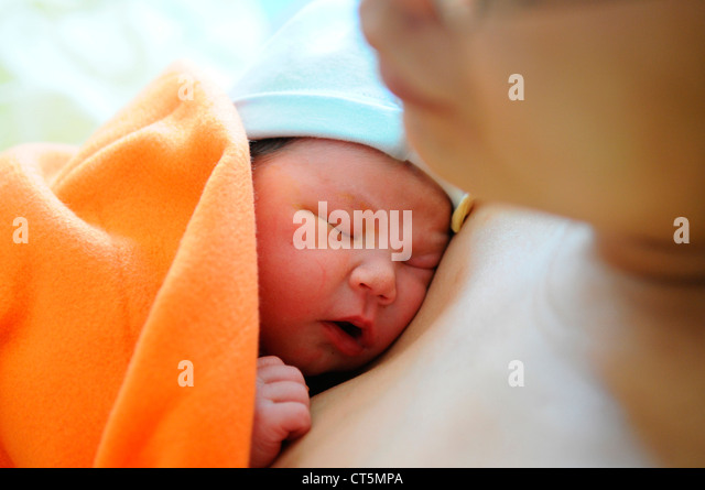 MOTHER AND NEWBORN BABY - Stock-Bilder