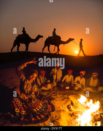 Excursion, desert, Thar, India, Asia, India, camel, dromedary, man, sundown, sunset, group, campfire, - Stock Image