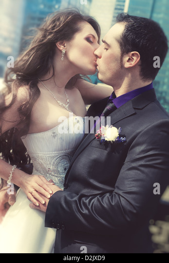 Young wedding couple kissing. Film style colors. - Stock-Bilder