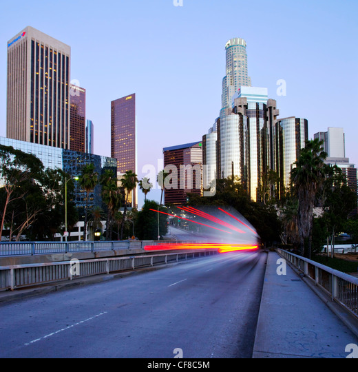 The 110 Harbour Freeway and Downtown Los Angeles skyline, California, United States of America - Stock-Bilder