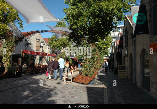 Bercy village stock photos bercy village stock images alamy - Cours saint emilion paris ...