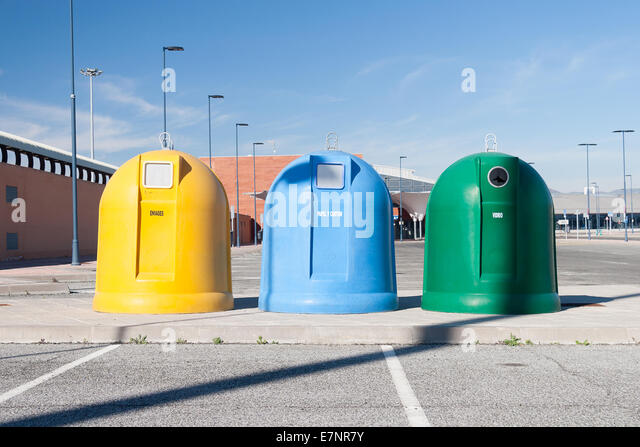 Garbage containers - Stock-Bilder