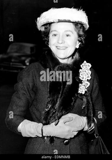 Odette Churchill arriving at Caxton Hall to be married to Geoffrey Hallowes - Stock Image