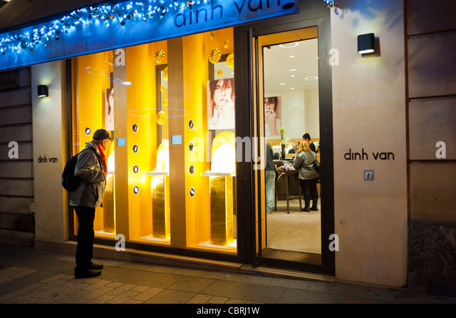 paris night store front stock photos paris night store front stock images alamy. Black Bedroom Furniture Sets. Home Design Ideas