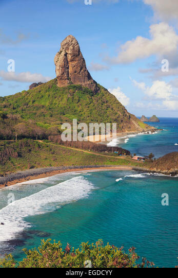 Brazil, Fernando de Noronha, Conceicao, Meio and Cachorro beach with Morro Pico mountain in the background - Stock-Bilder