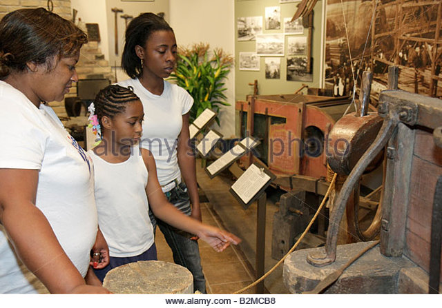 Wisconsin Kenosha Simmons Island Kenosha History Center Yesteryear Gallery Black woman girl teen mother child family - Stock Image