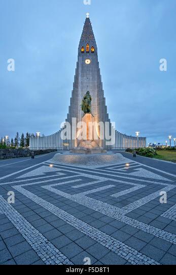 Hallgrims Church by Architect Guðjón Samúelsson, Leif Erikson statue (Alexander Stirling Calder, - Stock-Bilder
