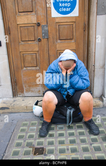 London, England, UK. Man sitting in doorway with his head in his hands - Stock-Bilder