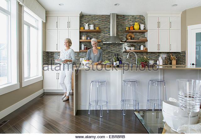 Women cooking in kitchen - Stock Image