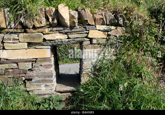 Badger access left in wall Tintagel North Cornwall Coast UK - Stock-Bilder