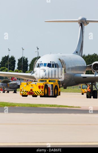 RAF Vickers VC10 of 101 Squadron on the pan with tug at RAF Waddington. - Stock Image