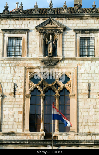 The Sponza Palace showing detail of the Venetian Gothic Windows and statue of St Blaise Dubrovnik Dalmatia Croatia - Stock Image
