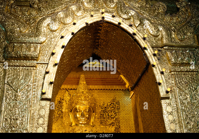 View of the Great Image, Mahamuni Buddha Temple, Mandalay division, Republic of the Union of Myanmar (Burma), Asia - Stock Image