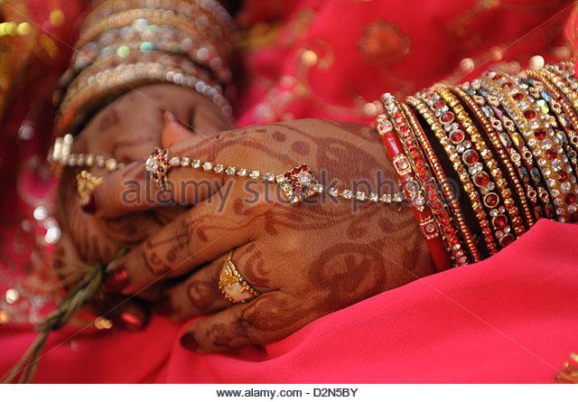 Henna and bangles on the bride in rural India, Odisha, India, Asia - Stock-Bilder