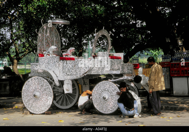 India West Bengal Kolkata Calcutta ceremonial silver chariot - Stock Image