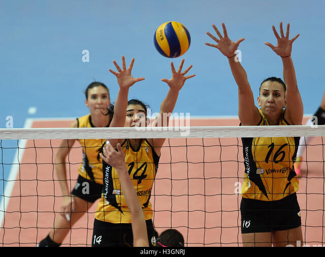 (161009) -- ISTANBUL, Oct. 9, 2016(Xinhua) -- Vakifbank player Milena Rasic (R) and Melis Durul block the ball during - Stock-Bilder