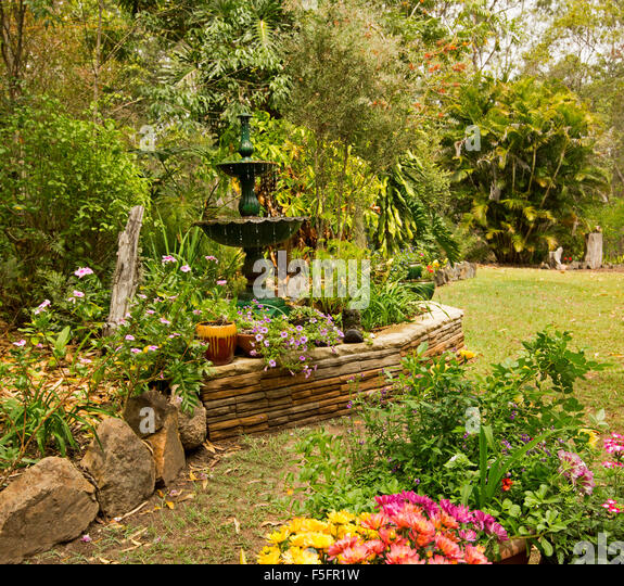 Hemmed stock photos hemmed stock images alamy for Ornamental garden features