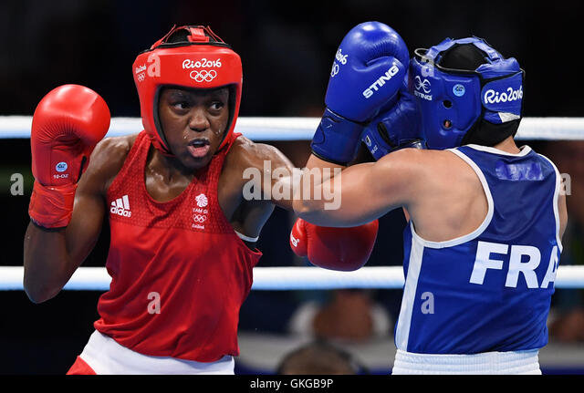 Rio De Janeiro, Brazil. 20th Aug, 2016. Britain's Nicola Adams (L) competes against France's Sarah Ourahmoune - Stock-Bilder
