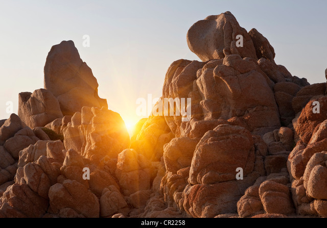 Sun shining through rock formations - Stock Image