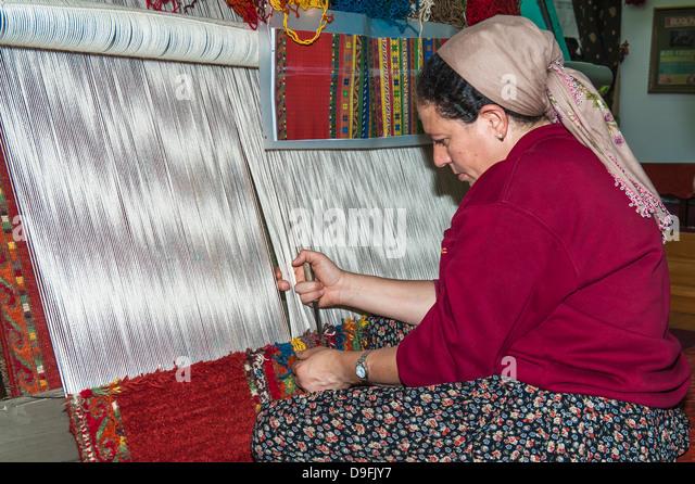 Woman weaving a carpet, Antalya, Anatolia, Turkey Minor, Eurasia - Stock-Bilder
