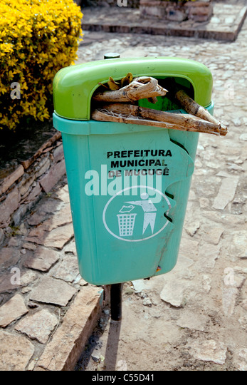 Litter bin in street at Mucuge, Chapada Diamantina, Brazil - Stock Image