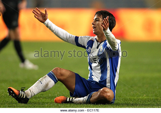 PORTUGAL, Coimbra: Porto's Spanish midfielder 'liver Torres in action during Premier League 2014/15 match - Stock Image
