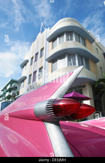 TAIL LIGHTS PINK CADILLAC EL DORADO (©GENERAL MOTORS CORPORATION 1959) MARLIN HOTEL COLLINS AVENUE MIAMI BEACH - Stock Image