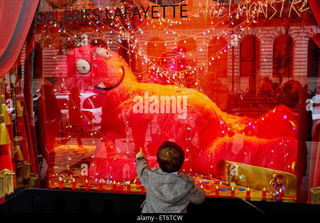 Vitrine stock photos vitrine stock images alamy - Vitrine de noel paris ...
