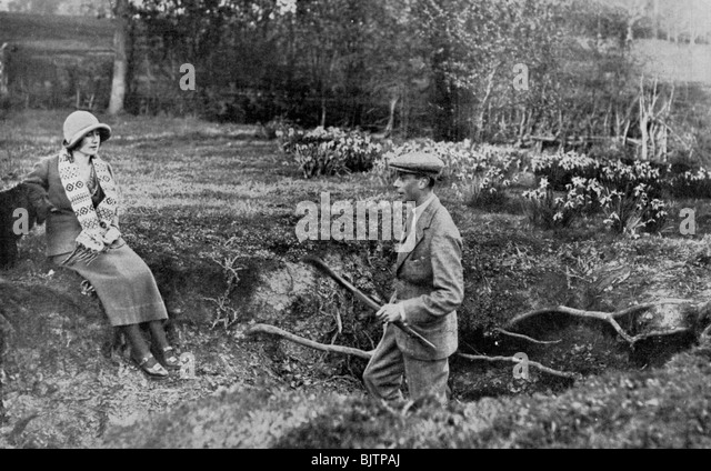 Lady Elizabeth Bowes-Lyon and the Duke of York at her Hertfordshire Home near Welwyn, 1923. - Stock Image