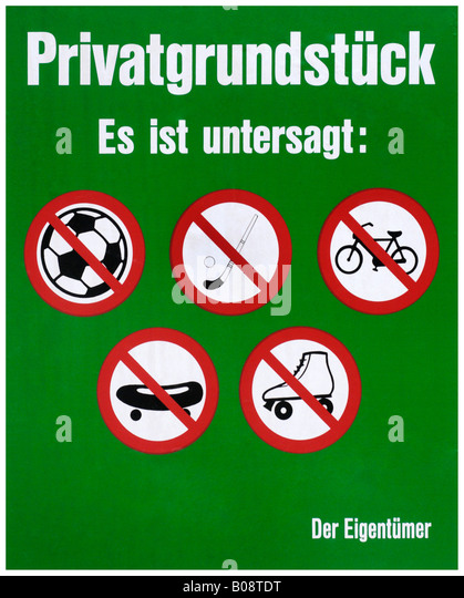 Property owner's sign: playing football or hockey, riding a bike, skateboarding and rollerskating prohibited - Stock Image