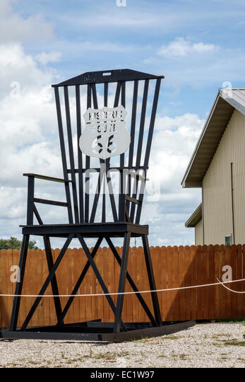 Illinois Mount Mt. Olive Historic Route 66 giant rocking chair - Stock Image