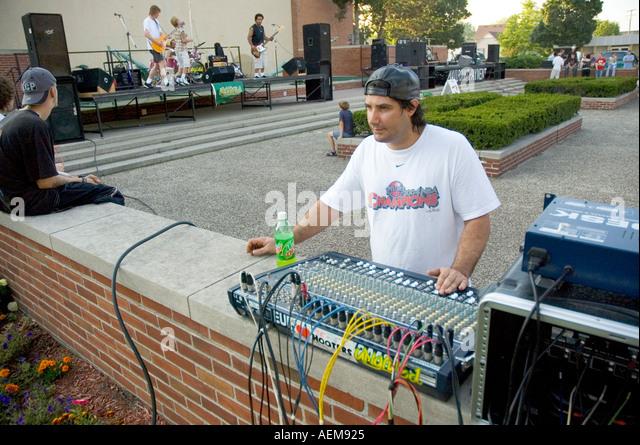 Free music festival held in public arena - Stock-Bilder