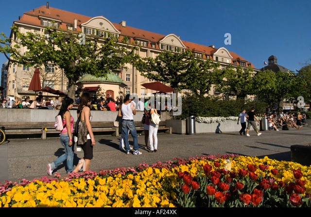 Switzerland Zuerich lake promenade people Pumpy bar street cafe - Stock Image