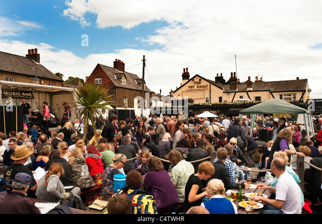 Crowd at Leigh Folk Festival 2011 - Stock Image