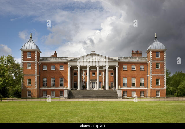 The east front with the 'transparent' portico at Osterley, Middlesex. The house, originally Elizabethan, - Stock-Bilder