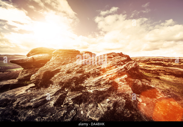 dramatic rock and sun - derbyshire peak district - Stock Image